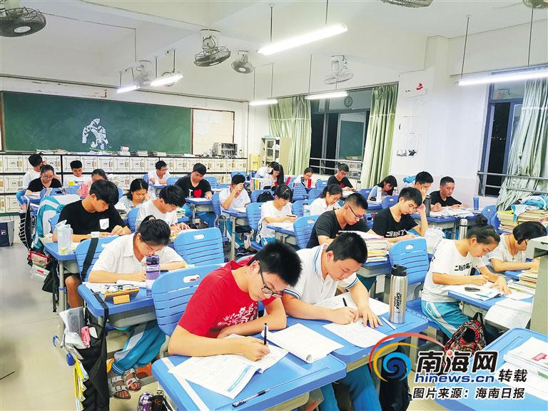@考生 高考冲刺语文、数学、英语重点关注啥?海南名师帮你梳理好