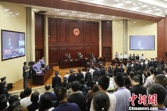 重庆法院受理涉黑涉恶一审案件225件1604人