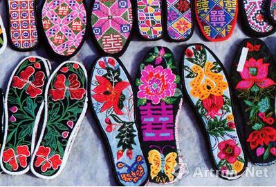 民间的绣花鞋垫
