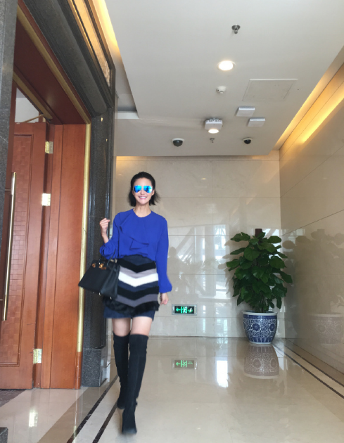 张歆艺到达机场