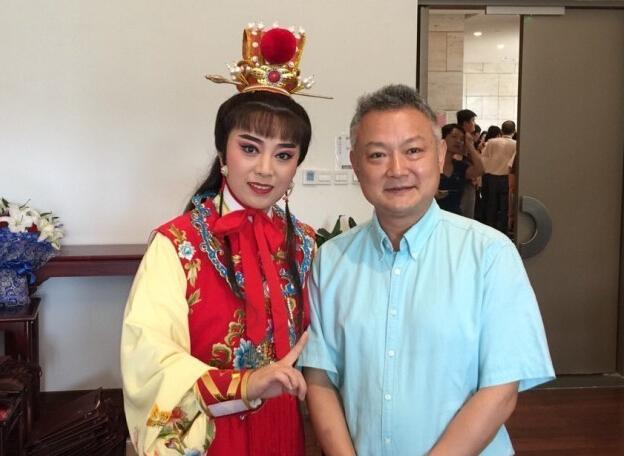 """53岁欧阳奋强晒近照 """"贾宝玉""""两鬓染白【星看点】"""