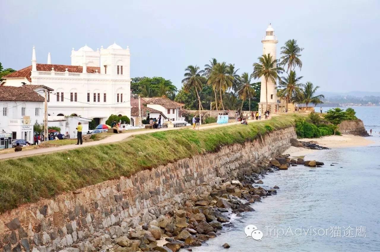 这座建于1938年的灯塔静静地矗立在海边