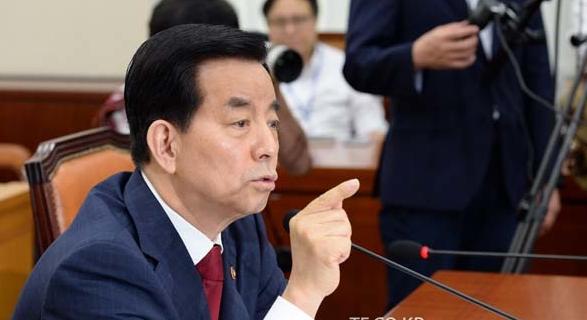 """韩防长称愿亲自感受""""萨德""""电波 消除民众疑虑"""
