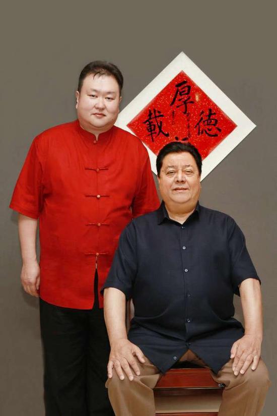 69岁李金斗收了个关门弟子 长得跟他太像了!【有看点】