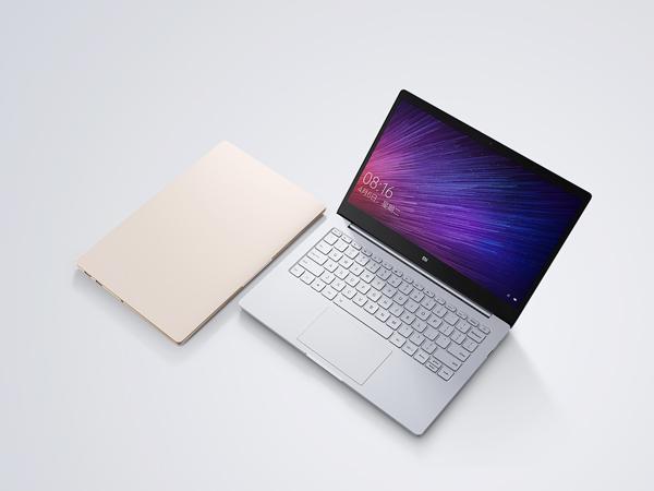 小米发布了两款笔记本 却火了苹果的贴纸