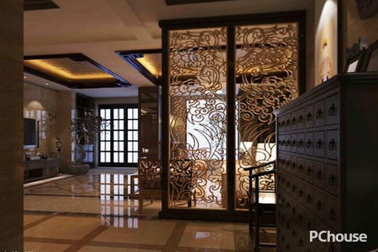 欧式屏风隔断效果图 欧式屏风隔断效果图1 客厅走廊过道的装修风格为欧式风情,主要颜色为深色的,地板的设计是选用了深色的大理石材质,墙面是选用了深木色的实木材质,走廊过道隔断的设计是选用了金黄色龙凤呈祥的材质,隔断的设计是选用了黑色的实木材质边框,吊顶的设计是选用了正方形的黑色的实木材质,整幅设计图彰显了欧式风格的特点,为主人公营造出一种温馨大气的环境。