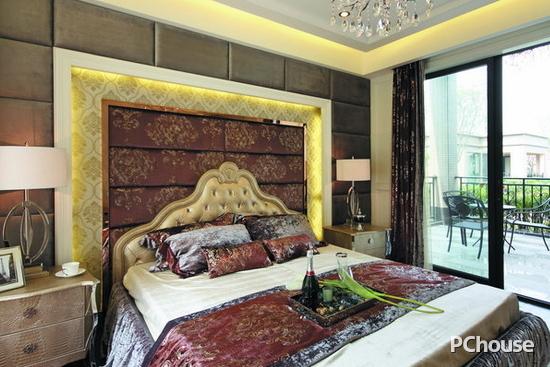 欧式卧室床头背景墙效果图 欧式卧室床头背景墙效果图8 欧式居室有的不只是豪华大气,更多的是惬意和浪漫,通过完美的曲线,精益求精地细节处理,带给家人不尽的舒适触感。 其实欧式卧室床头背景墙的设计真的很丰富,上面给大家的欧式卧室床头背景墙效果图仅是一些参考,不过小编还是希望能给大家一些启示的作用。