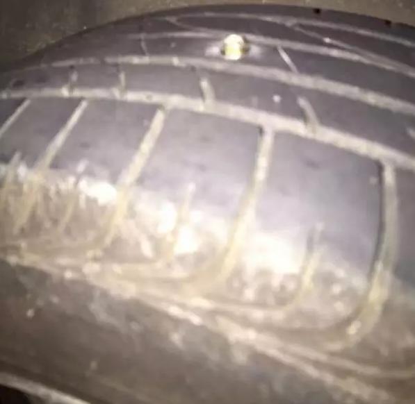 株洲一公路上有人撒钉子致连续5台车爆胎
