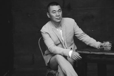 陈建斌谈中年危机:嬉皮笑脸的面对生活的难