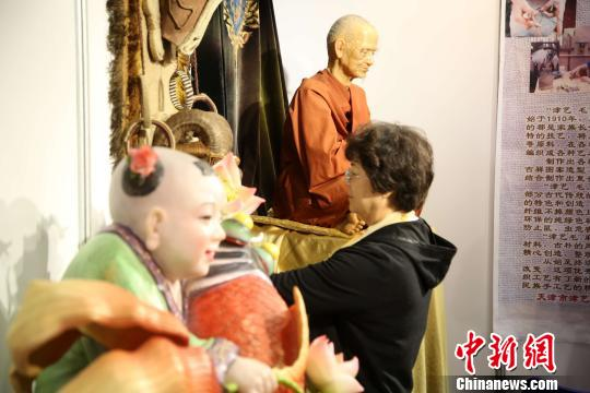 中国工艺美术大师作品暨手工艺术精品博览会青岛举行
