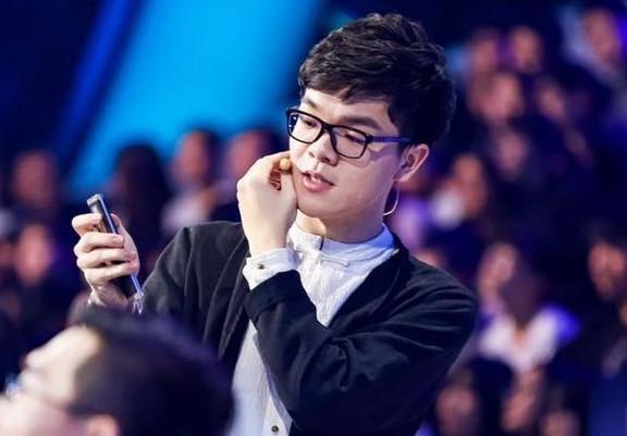 AlphaGo升级版进步惊人!近日三次战胜柯洁