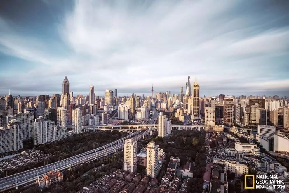 地的黄金.位于上海中心区的延安东路立交交错有序.-磅礴而细腻 图片