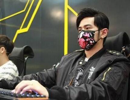 """周杰伦:CCTV上著名的游戏家""""周先生"""""""