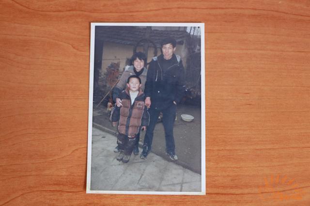 QG辅助:10岁遭车祸断肢被歧视曾割腕自残