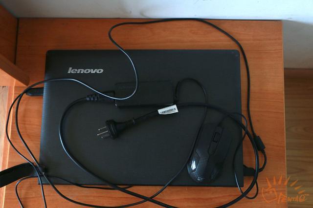 施林江的第二台笔记本电脑,和第一台一样都是联想牌