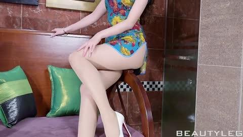 台湾美腿腿模性感美女高清写真视频