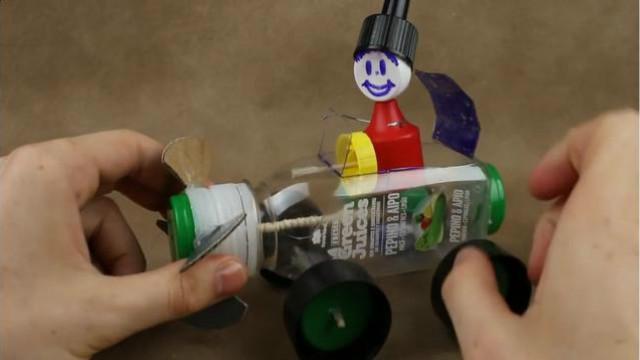 手工diy,用饮料瓶制作一个橡皮筋驱动的小汽车