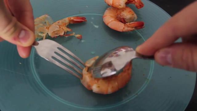 剥虾壳的正确方式
