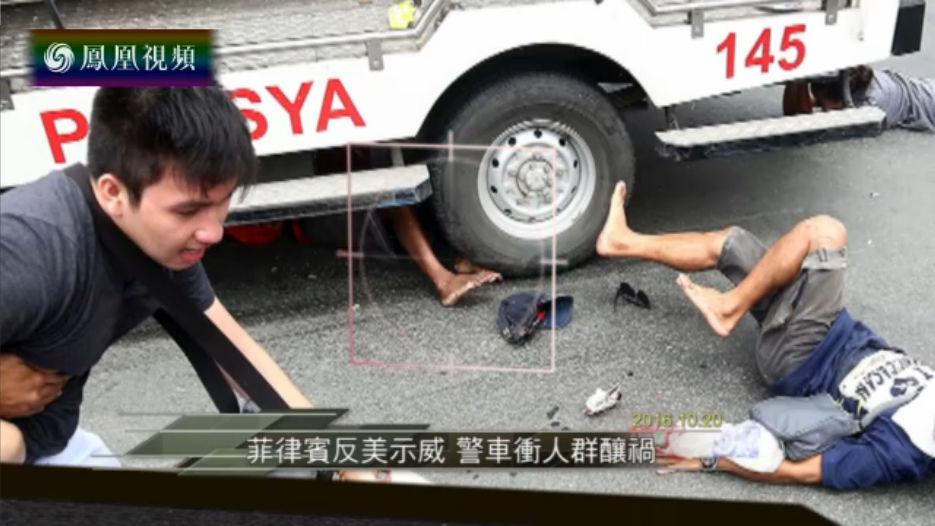 警车冲人群酿祸