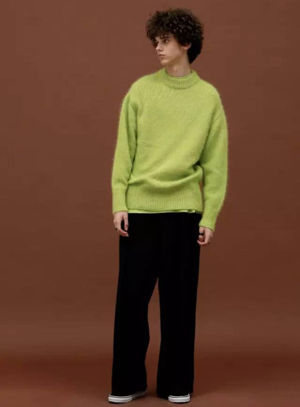 kors秋冬系列 最近赵丽颖在拍摄杂志封面时 穿得也是一件草木绿色大衣图片