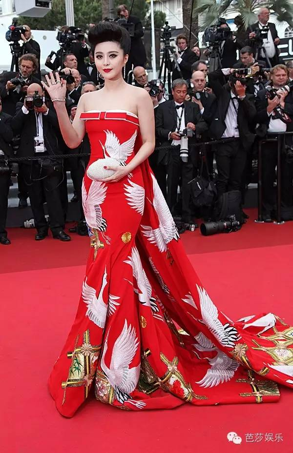 2014年的戛纳电影节,范爷一袭宠物斑马装惊艳戛纳,狠狠得给外国人上了红色仙鹤情人电影街图片