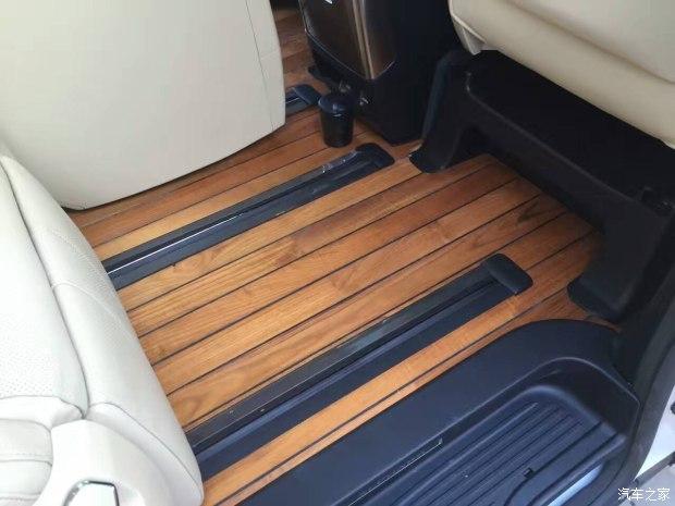 商务车改装中的柚木地板和游艇木地板