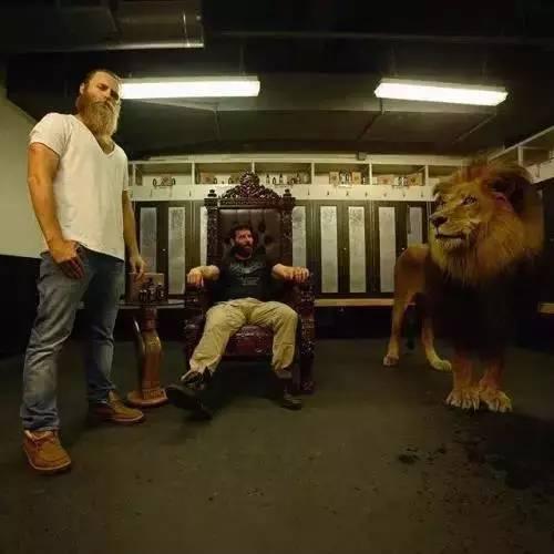 有钱任性!美国赌王Dan Bilzerian拥雄厚身家和万千女人,这肌肉男让全世界男人羡慕!