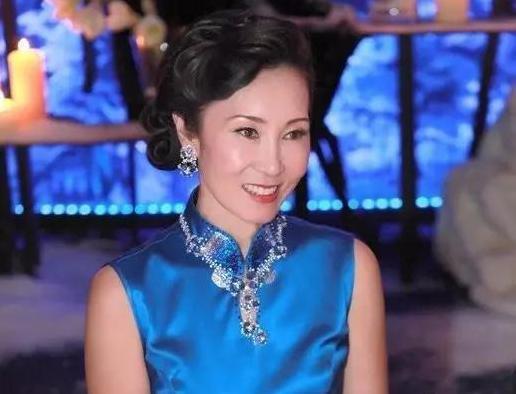 王思聪妈妈原来这么美!与刘嘉玲同框一点不逊色