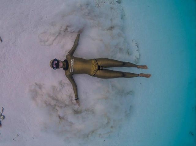 美到窒息!美女水下憋气秀高难度瑜伽美女照片十大的图片