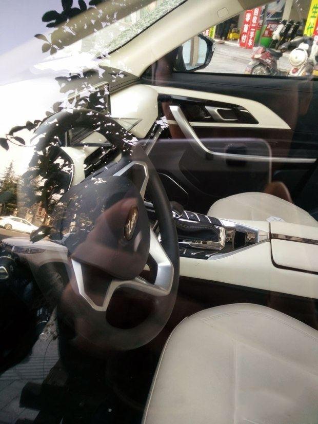 众泰全新SUV车型谍照曝光 或为中型7座SUV
