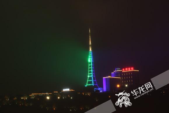 酷似埃菲尔铁塔 重庆电视塔亮灯引关注勾起大众回忆