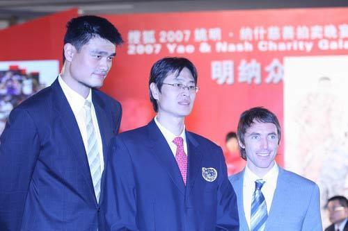 首位被NBA选中的中国球员,因伤未能去打球,如