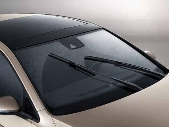 如果把传感器安装在挡风玻璃的表面上或者紧贴在挡风玻璃的下表面,这