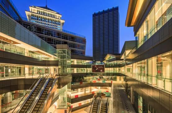 独栋商业体和空中连廊步行系统结合,并且与轨道交通红旗河沟站结合.
