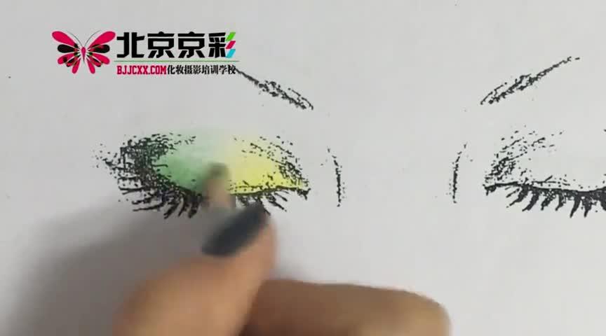 京彩八大眼影之两段式眼影教程图片