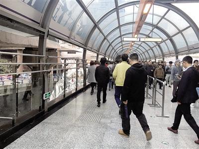 轨道牛角沱站新增一条换乘通道 今后要走新通道