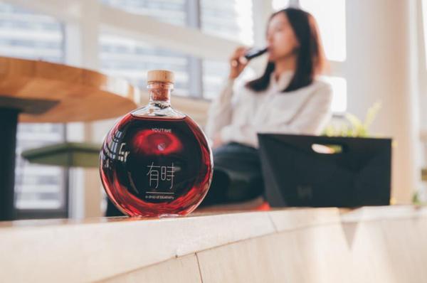"""龙虎和""""有时""""蓝莓酒 第一款小瓶装女性果酒品牌"""