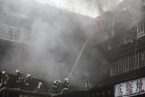 台北市中华路二段的老旧公寓发生火警。台湾《联合报》记者杨万云/摄影