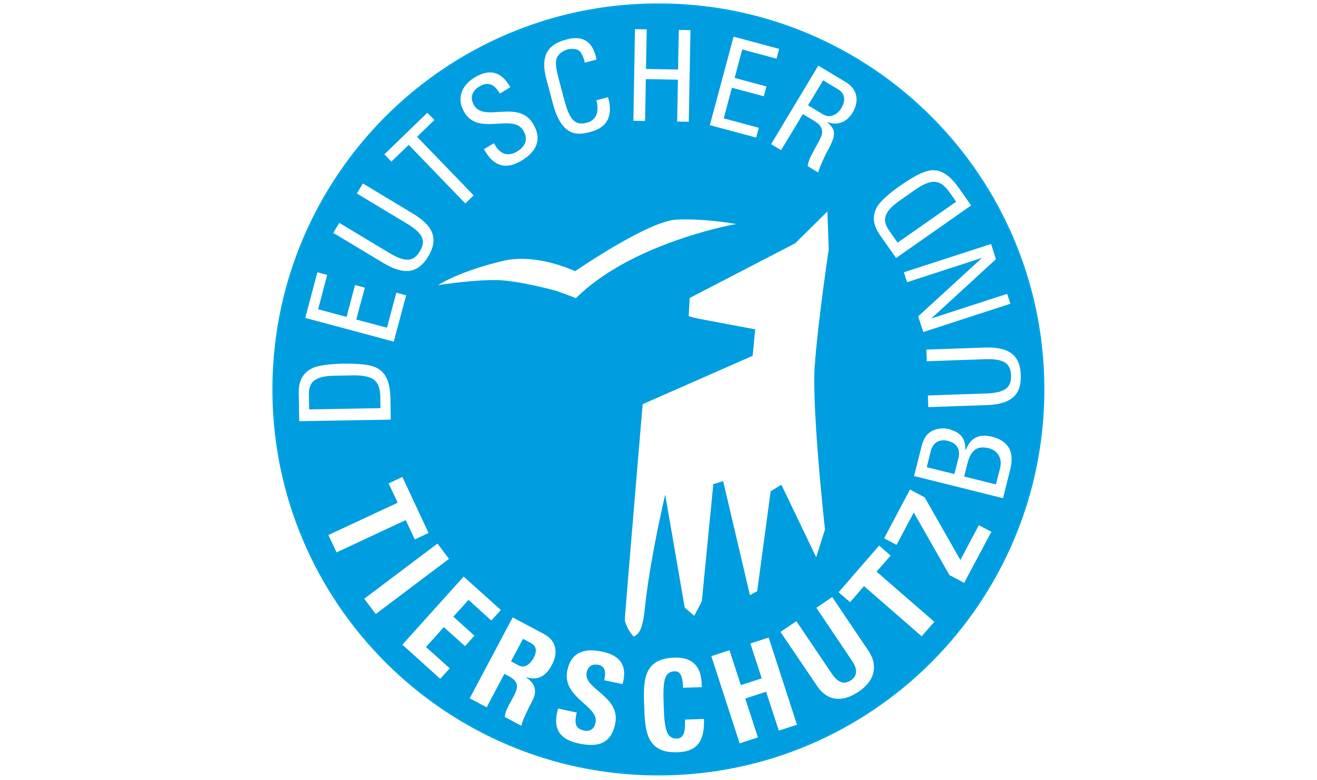德国动物保护协会标志。成立于 1881 年,它是欧洲最大的动物保护联盟组织,同时在德国政界的影响力很大,2002 年修宪成功的背后就有其多年游说。 如果单论动物保护的基本法,就更要数如今世界公认为动物法严格程度典范的《德意志联邦动物福利法》。 这部法律早在 1972 年经西德大幅修订后即定型至今,共 13 章、 22 个大条款,对饲养动物的一生居住条件、训练、手术、实验、买卖、运输、屠宰灭杀等都做了相当全面的规定,并授权联邦政府机构制定颁布实施各项细则和标准。 违反该法律者有可能承担刑事责任,监