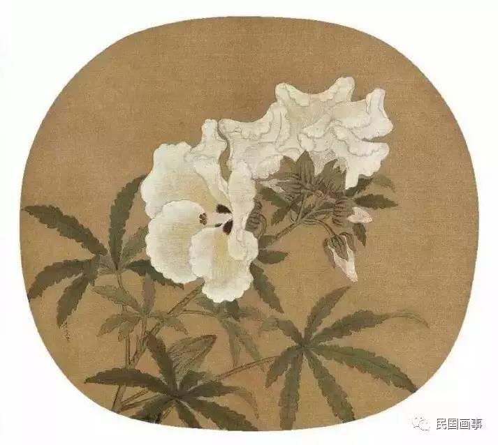 画事君说 画事君前段时间去了一次日本,恰好是日本花见的日子,也就是樱花盛开的时节。可惜的是,天气冷,其实樱花并没开多少。 不过,每年还是有大批大批的爱花人士飞赴日本赏樱,这仿佛已经成了中产阶级春天遣兴的标志。 只为这一瞬的灿烂与热烈,人们丝毫不去计较旅途的漫长和辛苦。  说起来,花大概就是有一种魔力。无论心情多么糟糕,走在路上,看到一簇簇一丛丛怒放的桃、李、杏、梨、樱、海棠花,那种由内而外散发出的生命力,会让人的心情也变得明朗和柔软。  所以每到春天,人们就忙不迭地去赶赴和花的约会。 这种人和花的默契,