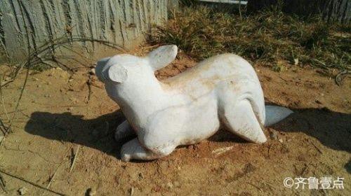 济南郎茂山公园景区,石雕小动物断了耳朵