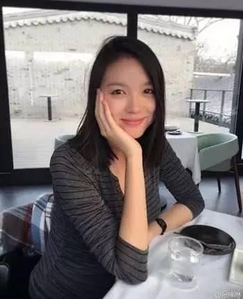 孙怡机场素颜憔悴被嘲?看样子真怀孕啦!