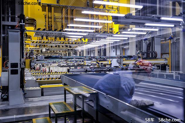 新工厂投产启用 长安首款MPV凌轩已下线