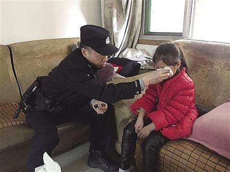 """七岁女儿偷东西 母亲报警要""""关她几天"""""""