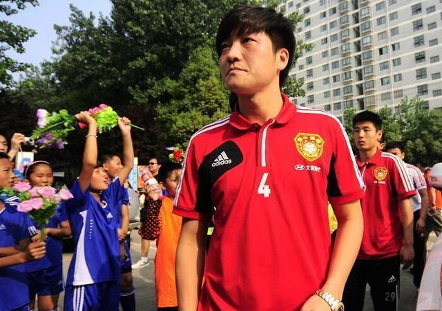 中国最惨的国足队长 因一场比赛迅速堕落 现中乙无人问津