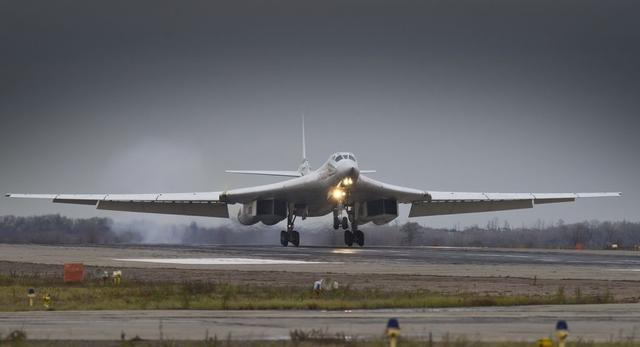 俄罗斯用图160轰炸机换歼20?中国换还是不换?