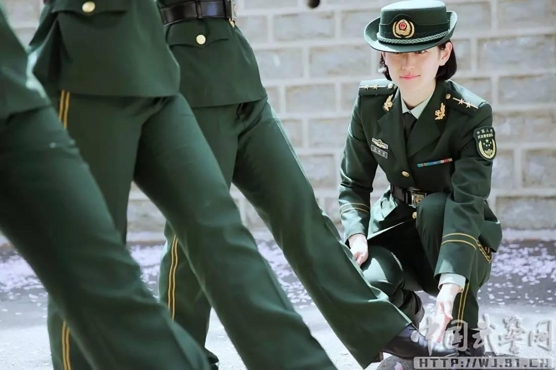 美女 灿烂的军旅,最美的花季超短裙干!女兵图片