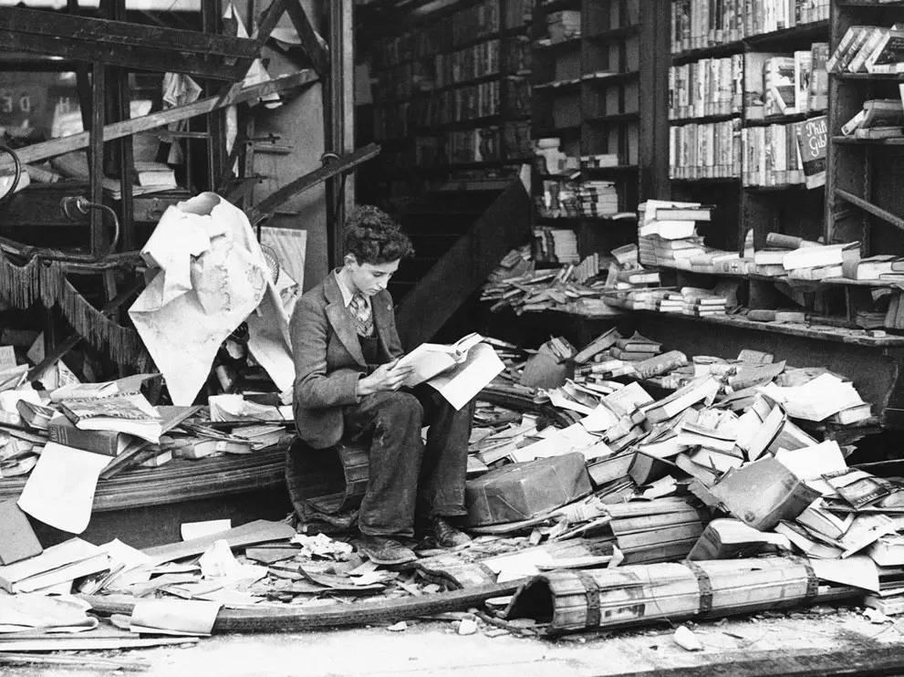 我们在一天早上醒来,发现这个城市一家书店也没有了