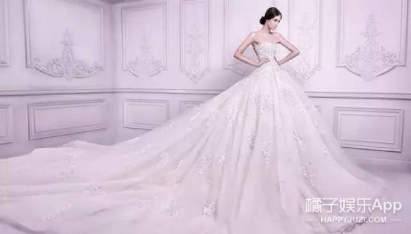 大师给皇室设计全世界最贵的婚纱