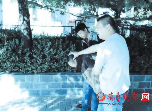 刘伟抓获盗窃嫌疑人。 本报记者 杜洪雷 摄
